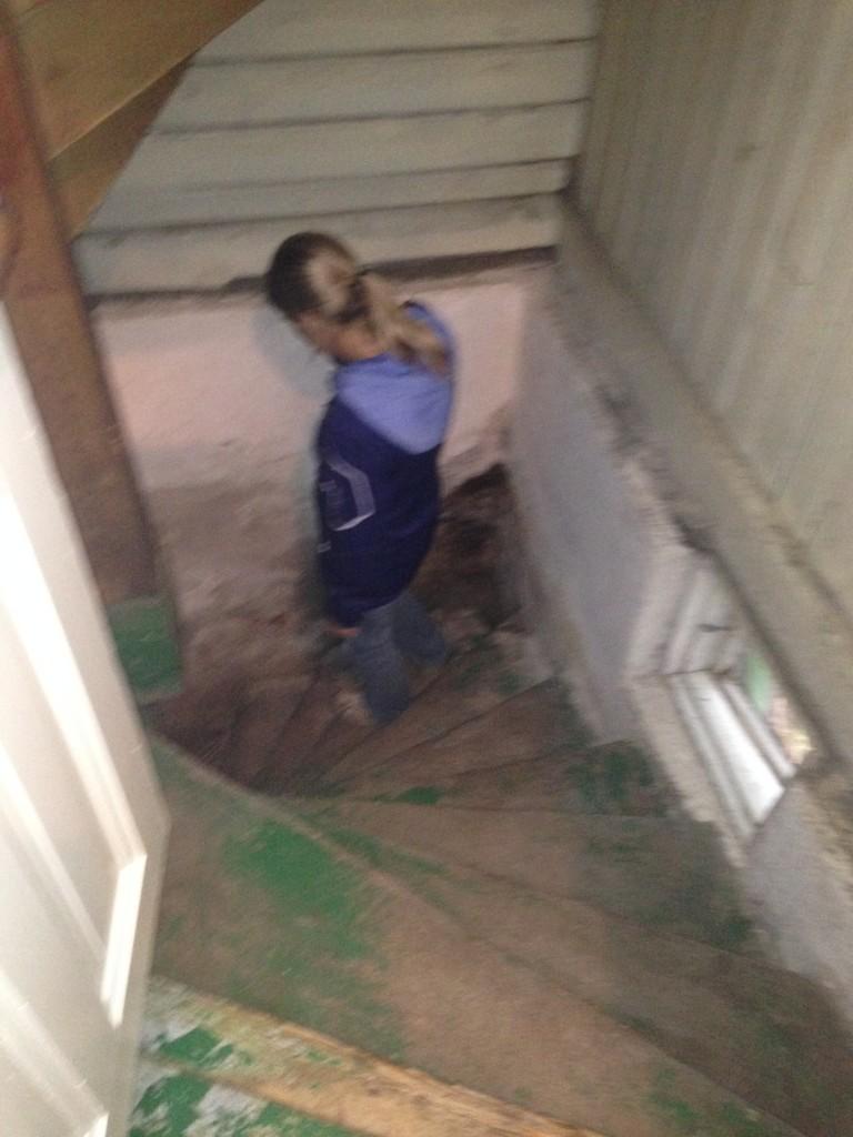 Trappan ner mot källaren.